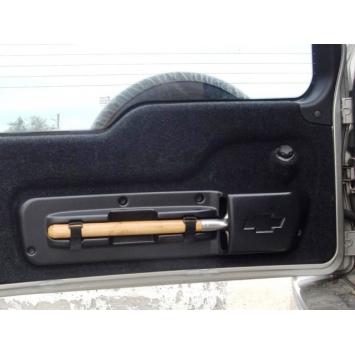 Крепление лопаты на заднюю дверь